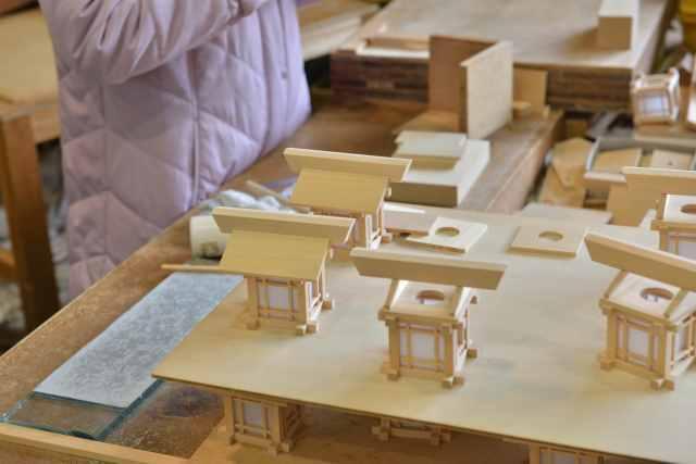 木製灯篭の屋根組立