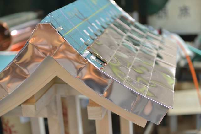 稲荷宮の屋根銅板葺