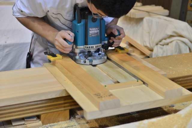 八足の天板のアリ加工