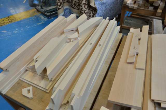 机の枠の加工