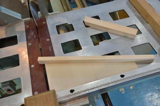 唐櫃の台製作