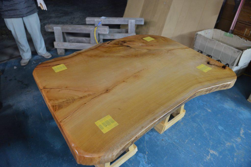 欅のテーブル塗装