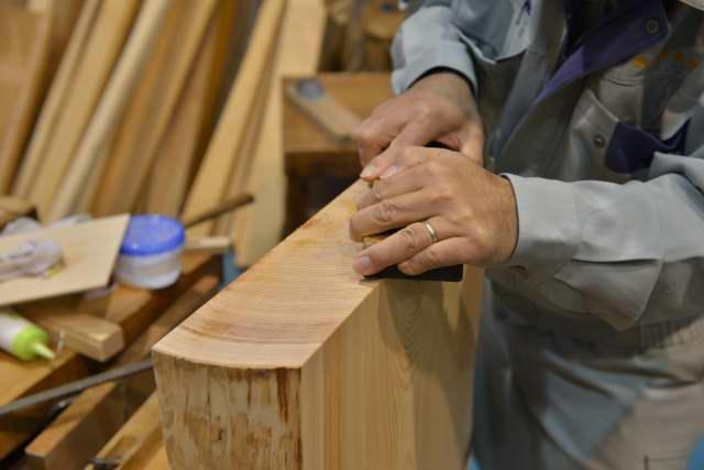 敷板の木口仕上げ