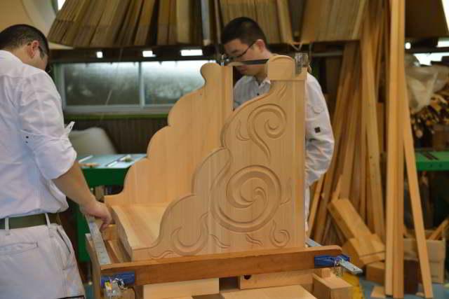 彫刻付棚板の組立