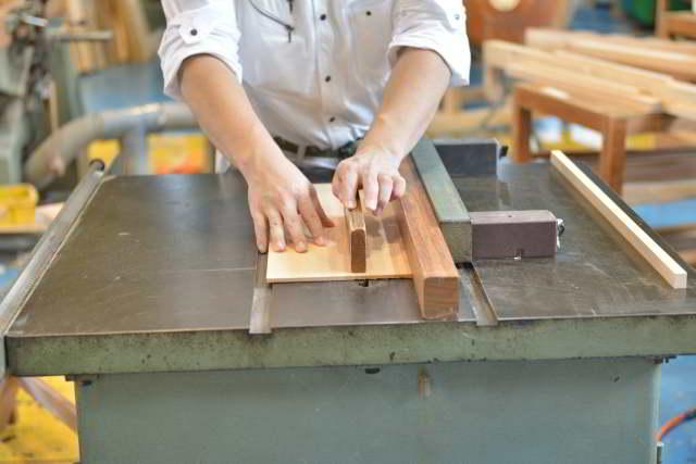 厚屋根一社宮の屋根板加工