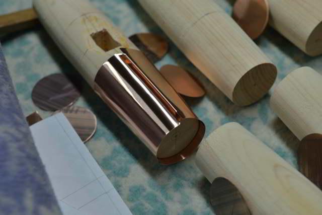 堅魚木の銅板葺