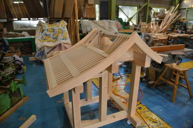 祠宮の屋根製作