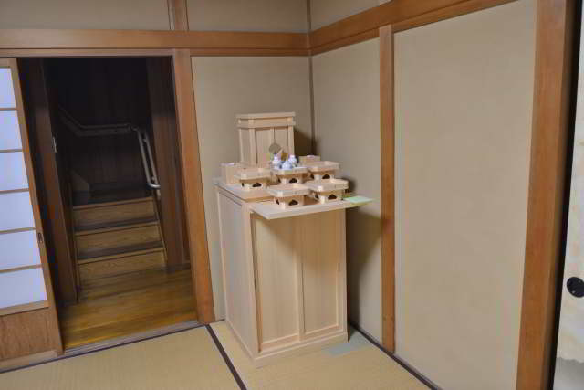 霊舎台の設置