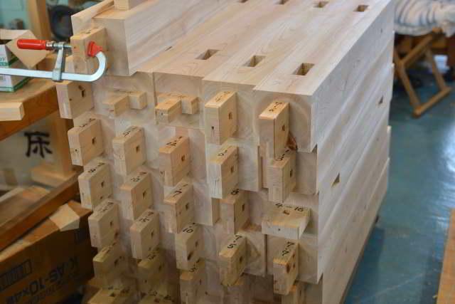 稲荷玉垣の柱加工