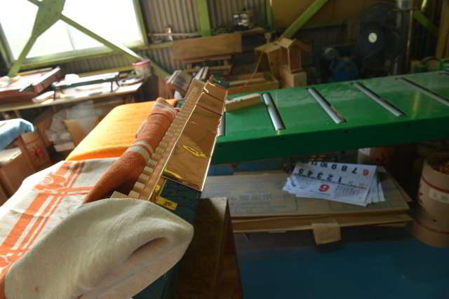 稲荷宮尺の屋根の板金作業