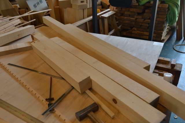 両面彫刻式雲板付格子棚板の製作