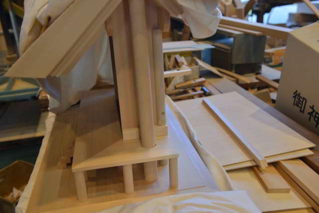 厚屋根一社宮正殿型の製作
